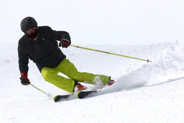Vacances à la montagne : faire du ski en famille