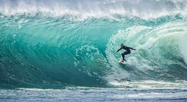Quels sont les équipements indispensables pour le surf?